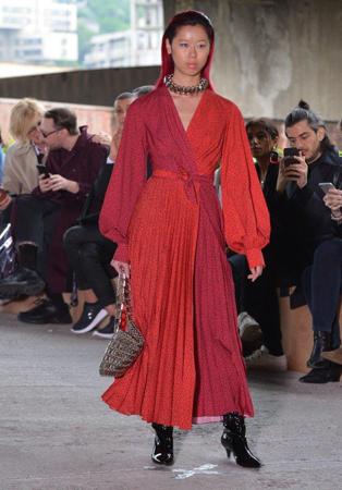 أسبوع الموضة في تبليسي يلهم إطلالاتك الرمضانية بالأزياء المحافظة
